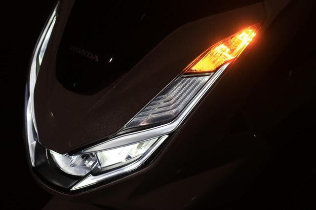画像18: ホンダ新型「PCX」通勤インプレ! 街乗りを2週間してみて分かった2021年モデルの特徴|燃費・足つき・使い勝手をレビュー