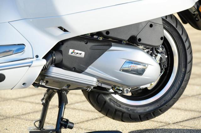 画像: 排気量155㏄のi-getエンジン。SOHC4バルブの水冷単気筒に最新のFIシステムを組み合わせて、最高出力14.4HPを発揮。GTSスーパー150の140㎏という車体を活発に走らせることが可能。燃費と静粛性に配慮したスタート&ストップ機能も備えている。