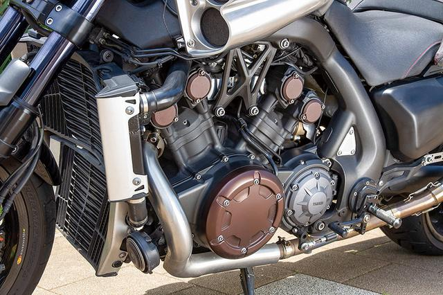 画像: 国内仕様ノーマルで151ps(欧州仕様では200ps)を発揮する65度挟角の1679cc・V4エンジンやフレームまわりはノーマルのまま。そこにECUセッティングとバザーズ・サブコンとで燃調を合わせて乗りやすさとパワー感をしっかり作り込んでいる。最高速は291km/hを実測した。