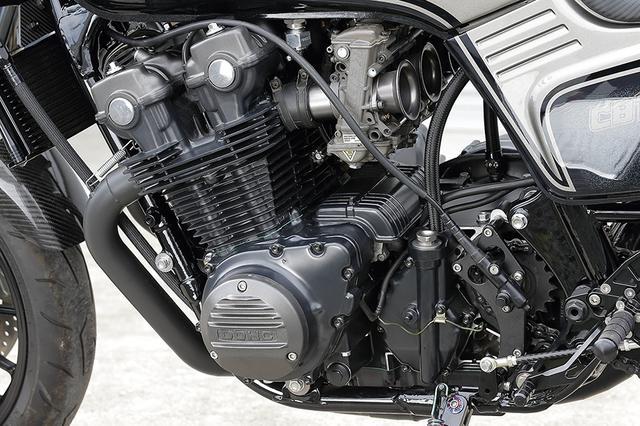 画像: 車両のベースとなったのは'83年型CB1100Fの北米仕様。エンジンは1mmオーバーサイズのφ71mm鍛造ピストンをJE特注で製作しての[1062→]1092cc仕様。これは将来的にもう1回、さらに1mm拡大する余裕を残しての選択だ。カムはCB1100R/1100F混成。