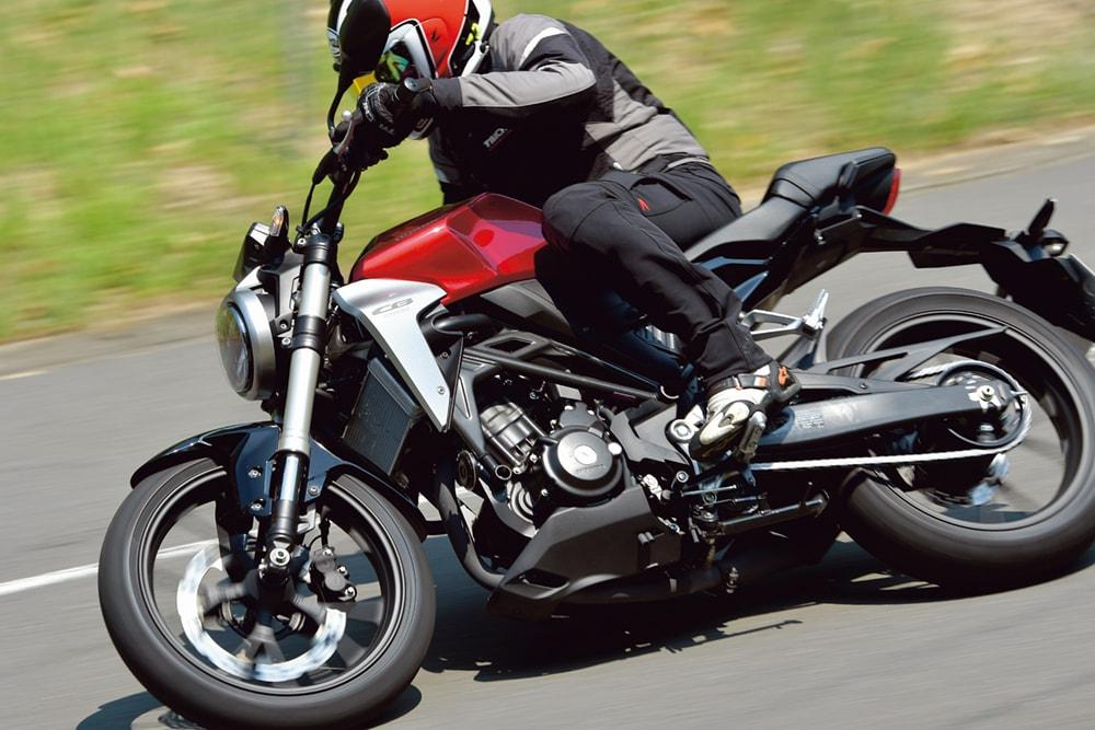画像: 人気の250㏄クラスのバイクのメリットとは?   はじめてのバイク免許   初心者向け   タンデムスタイル