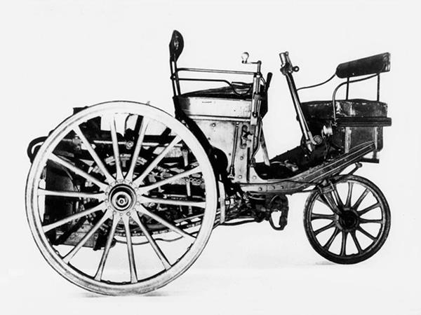 画像: 3輪蒸気自動車「Type1」(1889)