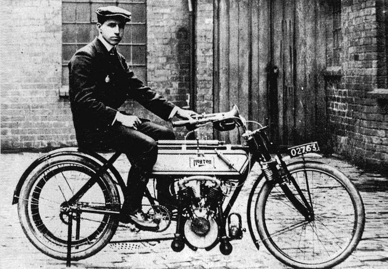 画像: プジョー製Vツインエンジンを搭載したノートン(1907)