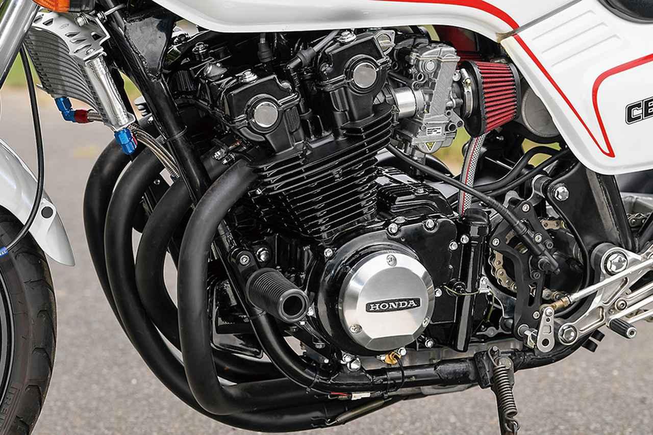 画像: エンジンは入手前によく回されて距離も出ていたとのことで、今回オーバーホールと外観塗装を行い、MGCメタルギア製油圧クラッチキットとアクティブ・ラウンドオイルクーラーも組んだ。排気量はワイセコピストンによる823ccで、これは750F向けの同店定番いえるもの。