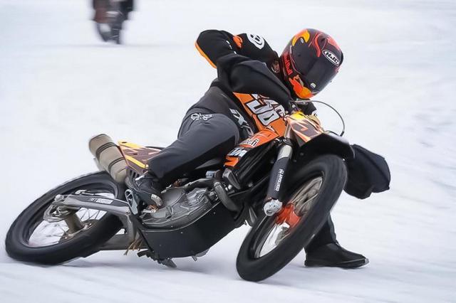 画像: KTMのテストライダー、ミカ・カーリョが左足を骨折|ライディングスポーツ ドットコム