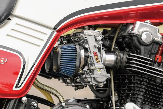 画像: キャブレターはFCRφ35mmをパワーフィルター仕様で装着。排気系には安田商会チタンフルエキゾーストを組み合わせる。
