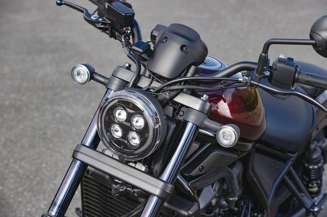 画像: 2020年型のレブル250/500でフルLED化された、異形の4灯ヘッドライトを1100でも採用。ウインカーはドーナツ状に点灯する。