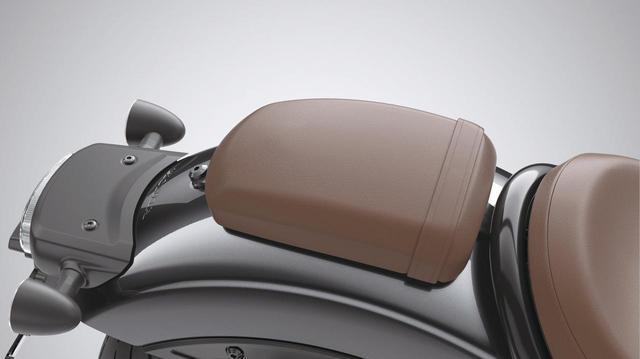画像: パッセンジャーシート ブラウン 税込価格1万340円 スペシャルメインシートのブラウンに合わせた、ブラウン仕上げのタンデムシート。