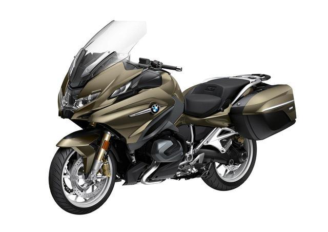 画像1: BMW新型「R1250RT」登場! モデルチェンジで快適安全性を増した伝統のフラットツイン・ツアラー【2021速報】