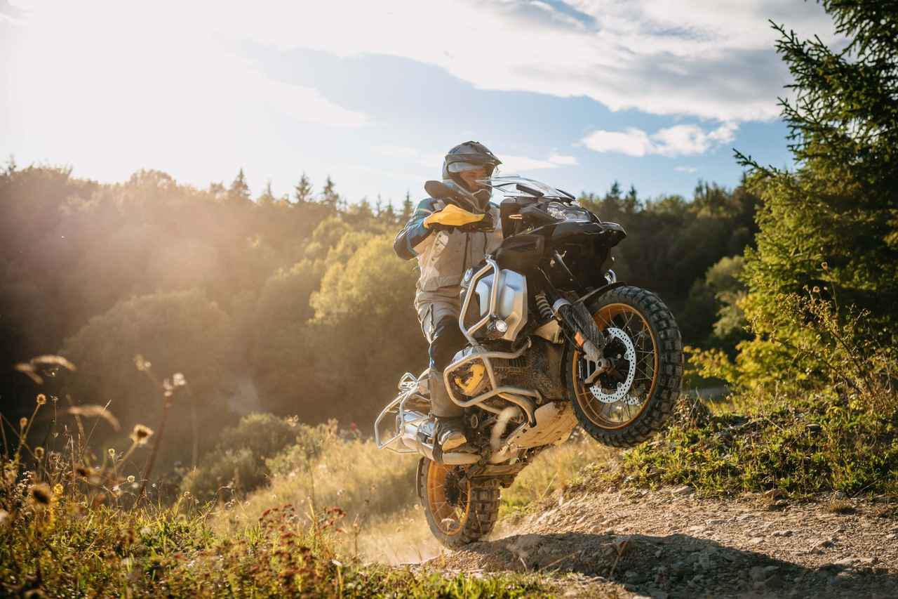 画像: BMW新型「R1250GS」「R1250GSアドベンチャー」が日本でも発売! 40周年記念の特別カラーも登場 - webオートバイ