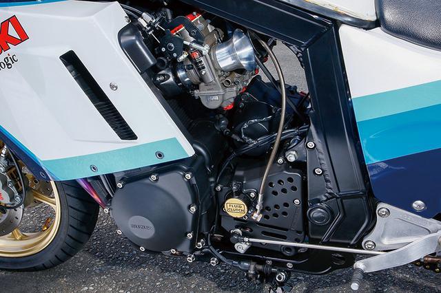 画像: φ76×58mm、1052ccの油冷直4エンジンは今回1mmオーバーサイズ化(1080cc)して外観/内部ともリフレッシュ。クラッチ部も劣化しやすい油圧スレーブピストンやカバーもオーバーホールし、ワイヤハーネスのO/Hも合わせてエンジンともども作動性良好に仕立てる。