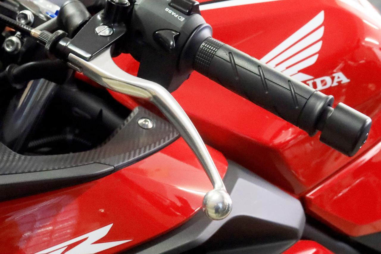 バイクの「クラッチ」とは? 必要な理由や仕組み・調整方法を簡単に解説 【やさしいバイク用語辞典】