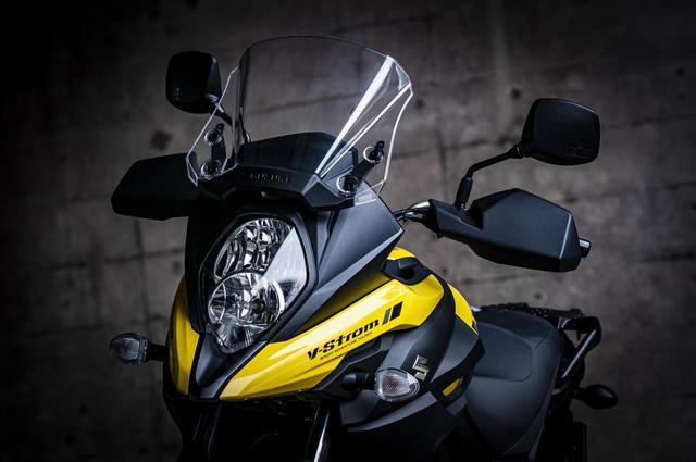"""画像: 価格差4万4000円。スズキ『Vストローム 650』のスタンダードと上級モデル""""XT""""の違いって? - webオートバイ"""