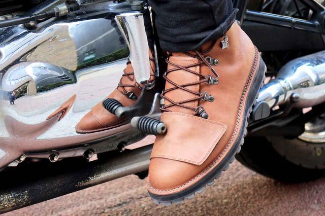 画像: ちなみにサイズは少し大きめにできているよう。筆者は普段27.0~27.5cmの靴を履いているのですが、このブーツは26.5cmをチョイス。それでもちょいとゆるめ。
