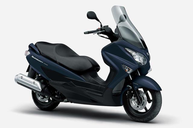 画像: SUZUKI BURGMAN200 ABS 総排気量:199cc エンジン形式:水冷4ストSOHC4バルブ単気筒 シート高:735mm 車両重量:165kg 2021年モデルの発売日:2021年3月16日(火) メーカー希望小売価格:税込57万1340円
