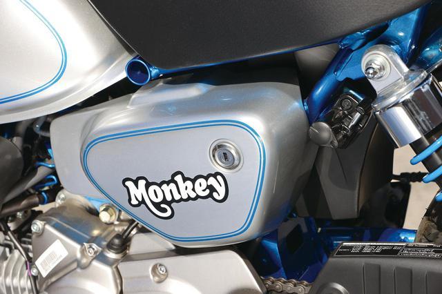 画像: サイドカバーに入れられたモンキーロゴは、1969年のモンキーZ50A風のデザインを採用。