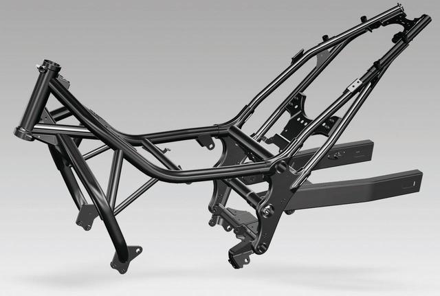 画像: 新設計のフレームはパイプ構成を変更、各部の板厚を調整するなどして従来から1.6kg軽量化。安心感、軽快感のあるハンドリングに貢献。