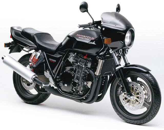 画像: 1994年 CB1000 SUPER FOUR・T2 全身をブラックアウトしてビキニカウルを装着、精悍さを強調した「T2」を追加設定。リアショックはフルアジャスタブルとなった。