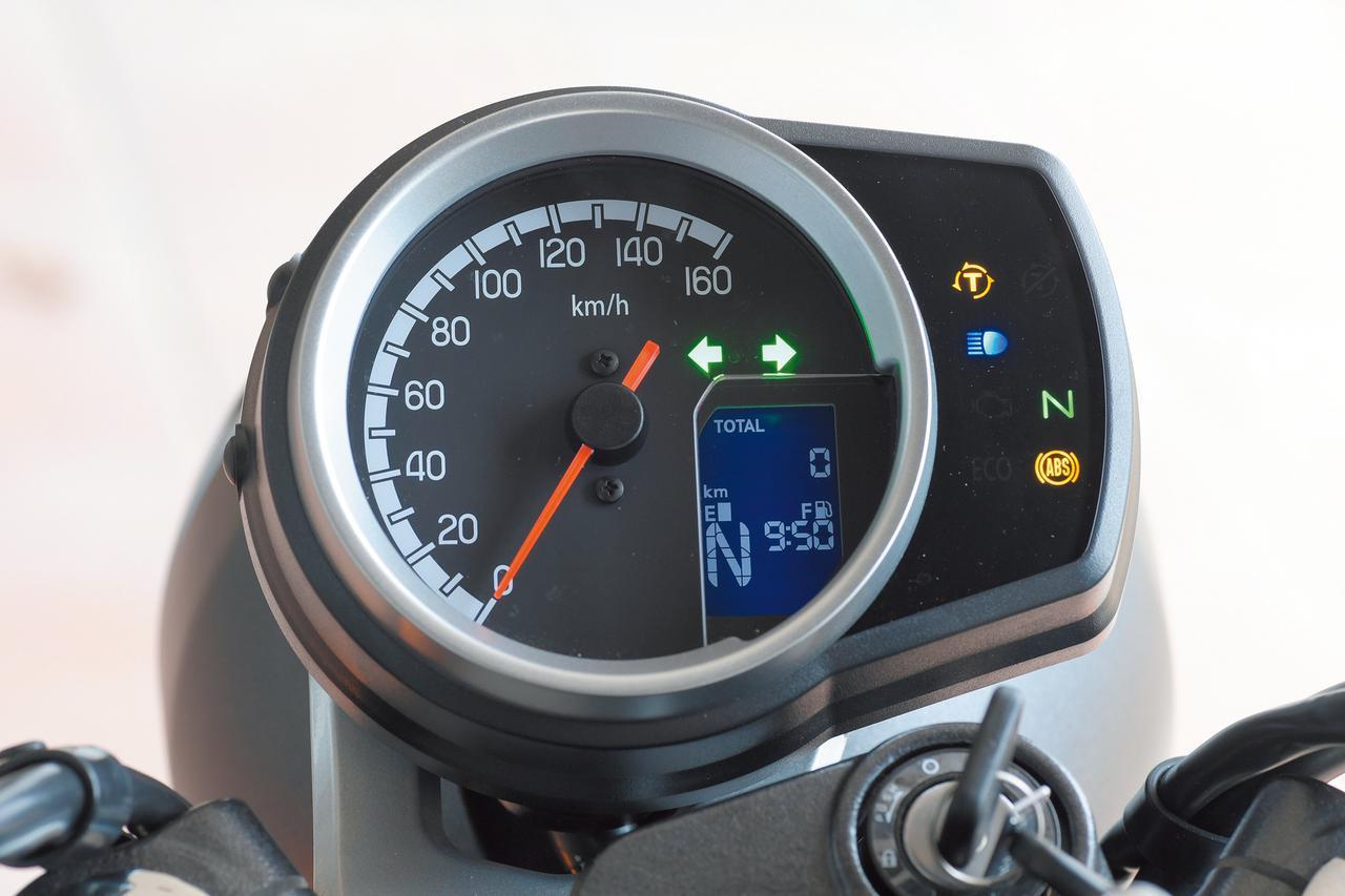 画像: 160km/hスケールのアナログ速度計の盤面に補助液晶をプラスしたコンパクトなメーター。右側のインジケーターと合わせ機能面も充実。