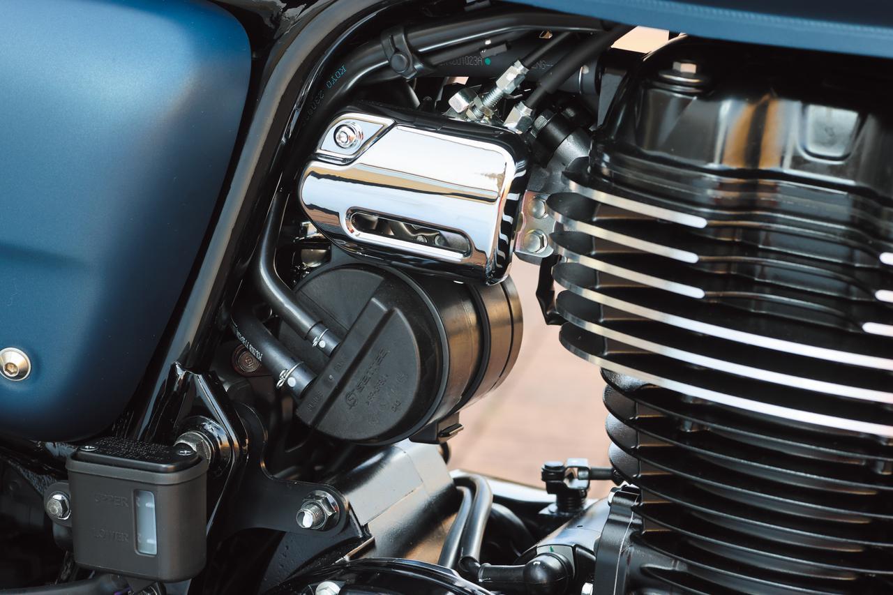 画像: エンジンはPGM-FIの採用やキャタライザーに加え、シリンダー背面に蒸発ガソリンを吸収するキャニスターも備えて環境性能を重視。