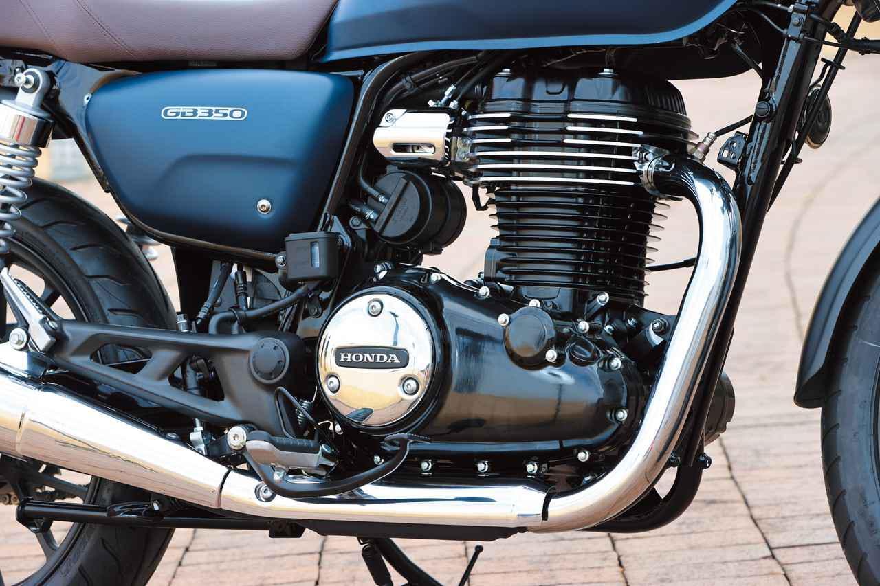 画像: 専用の空冷単気筒エンジンは、シリンダーがクランクケースに対して垂直な、まさにバーチカル・レイアウトを採用した古典的ルックス。
