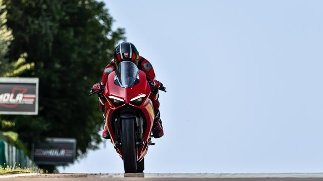 画像: New Panigale V2: High Performance, Red Essence | Ducati