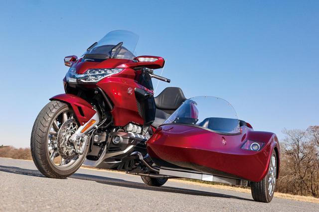 画像: SAKUMA ENGINEERING  GOLDWING THETA 総排気量:1833cc エンジン形式:水冷4ストOHC4バルブ水平対向6気筒 シート高:745mm 車両重量:525kg