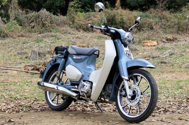 画像: Honda Super Cub C125 総排気量:124cc エンジン形式:空冷4ストSOHC単気筒 シート高:780mm 車両重量:110kg メーカー希望小売価格:税込40万7000円