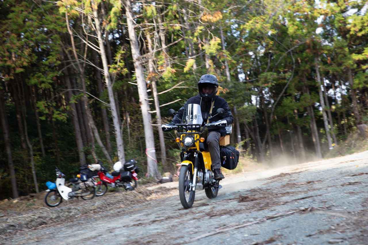 画像: スーパーカブ90とクロスカブ2台で、林道通ってキャンプツーリングで釣りをしたいんだ。てんこ盛りツーリングだぜ。 - webオートバイ