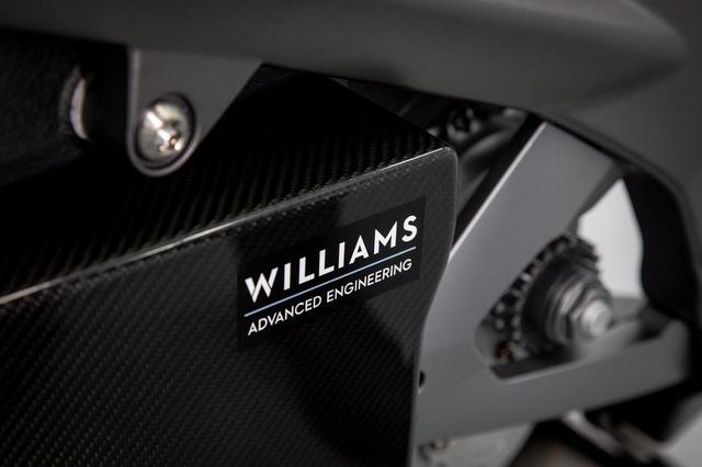 画像: ウイリアムズ・アドバンスド・エンジニアリングはバッテリー&管理ソフトウェアを担当。重心、スペースに配慮しながら、出力、エネルギー効率の点で現在市販されているどの製品よりも優れているという。