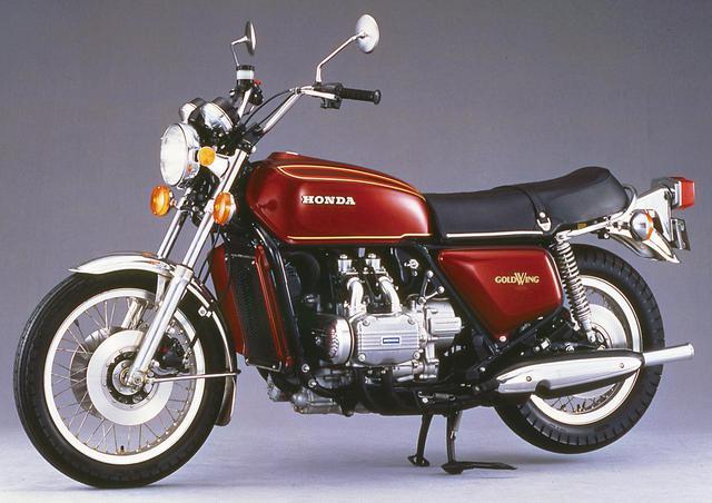 画像: 1975年 GL1000 独創的な水平対向4気筒エンジンを搭載するグランドツアラーとして誕生。低い重心が生み出す抜群の安定性はアメリカで絶賛された。