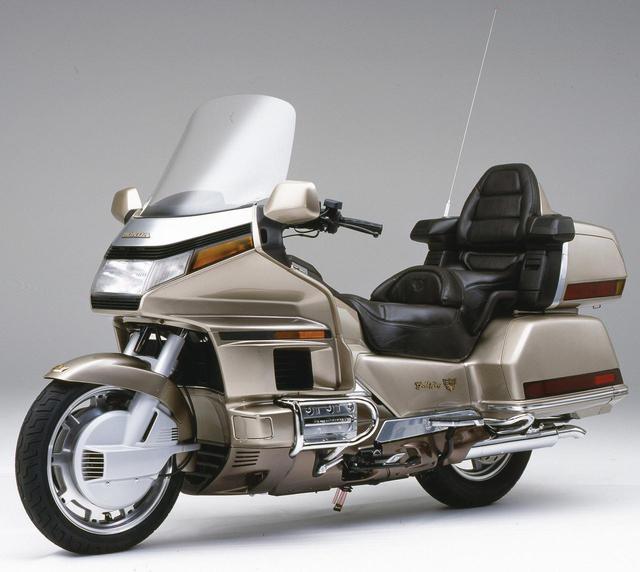 画像: 1988年 GL1500 1520㏄の水平対向6気筒エンジンを採用。ボディ一体型のトランクや前後連動ブレーキなどを装備。500台が国内限定発売された。