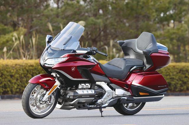 画像: Honda Gold Wing Tour 総排気量:1833cc エンジン形式:水冷4ストSOHC(ユニカム)水平対向6気筒 シート高:745mm 車両重量:389kg 発売日:2021年2月25日(木) メーカー希望小売価格:税込346万5000円