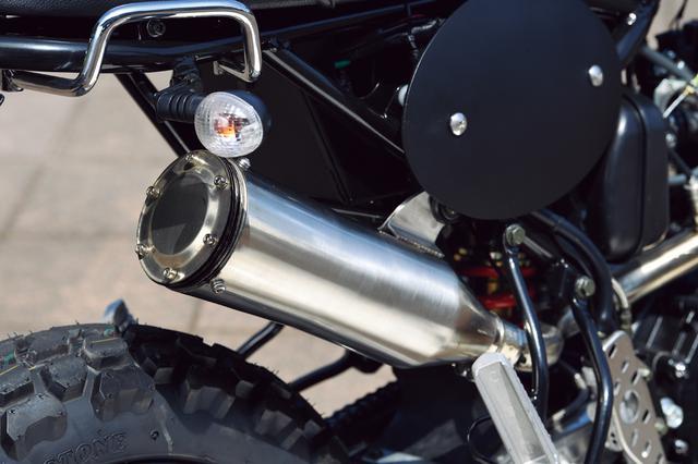 画像: マフラーはステンレス。エンドカップが取り外し式で排気バッフルプレート枚数を調整して排圧と音量をコントロールできる。