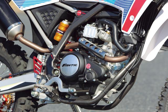 画像: エンジンはSOHC4バルブ。欧州の免許制度に対応し、パワーは11Kw(約15PS)だが、フィーリングは数値以上にパワフルで爽快。