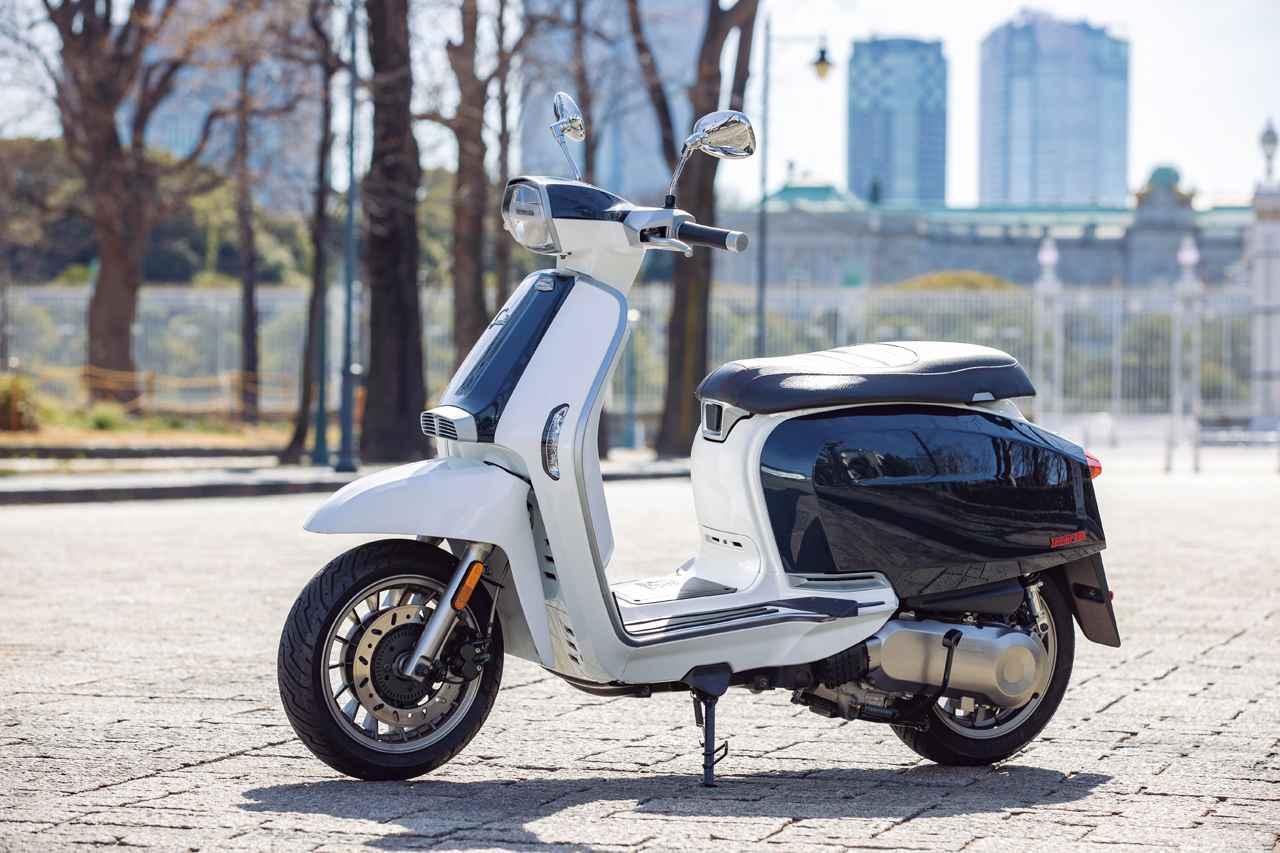 画像: LAMBRETTA V125 SPECIAL FLEX 総排気量:124.7cc エンジン形式:空冷4ストSOHC2バルブ単気筒 シート高:770mm 車両重量:134kg メーカー希望小売価格:税込41万円/46万円(バイカラー)