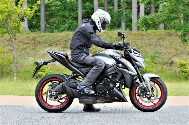 画像: スズキ「GSX-S1000」の燃費と足つき性  - webオートバイ