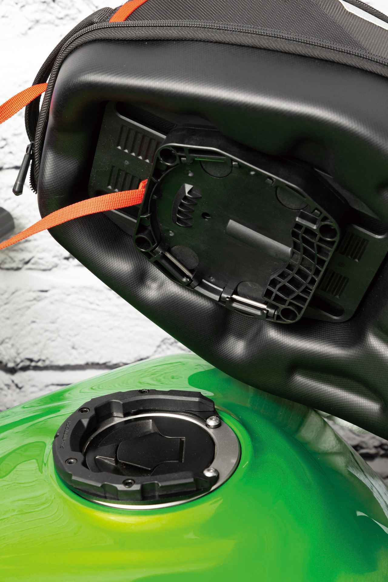 画像: タンクキャップの開閉を妨げないよう、PROタンクリングは車種別に設計されている。適合車種表はアクティブのウェブサイトに掲載されている。