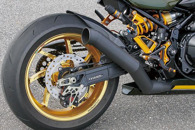 画像: リヤブレーキまわりはブレンボ2ピストンキャリパー+サンスターディスク+グッドリッジ・ライン。スイングアームはオーヴァーレーシング製を装着している。