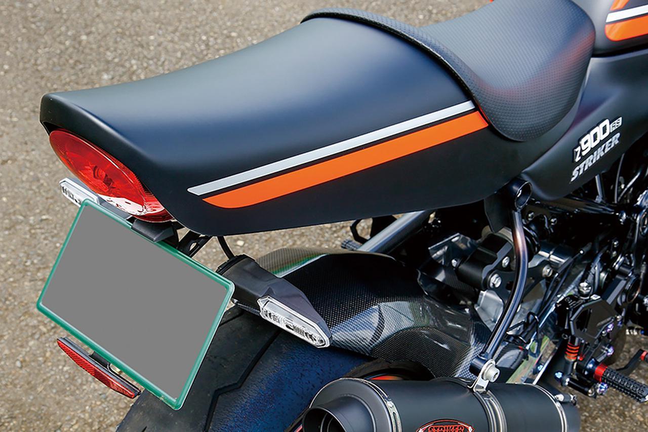 画像: MotoGPのウインターテスト仕様車両で見られるマットブラックをベースに、空冷Z1Aのストライプパターンを掛け合わせたカラーリングはTMガレージが施した。フェンダーレス化は独自立体形状のステーが人気のSTRIKERアルミビレットフェンダーレスキットで行っている。
