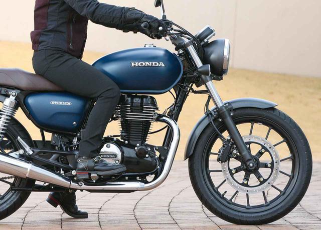 画像: ホンダ「GB350」足つき&ライディングポジションもチェック - webオートバイ