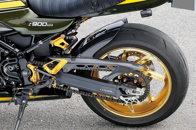 画像: ホイールはマルケジーニ・7本スポークアルミ鍛造のM7RSで、3.50-17/6.00-17サイズ。リヤタイヤもワイドな200/50サイズを履く。