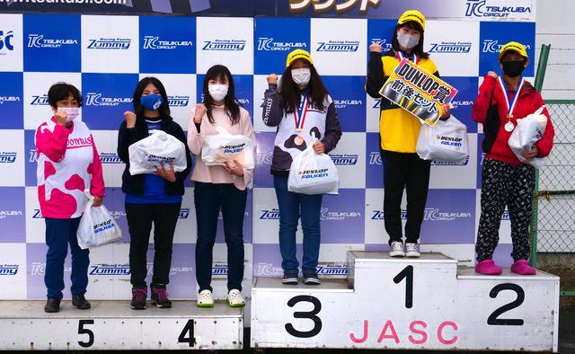 画像: ●NL級入賞者 左から6位・加瀬京見選手、5位・榊山 絢選手、4位・地下彩可選手、3位・土橋朋子選手、1位・鳥越美海選手、2位・前嶋恵利香選手 なお各クラスのウイナーには、ダンロップ賞としてダンロップタイヤ前後1セットが贈られる。