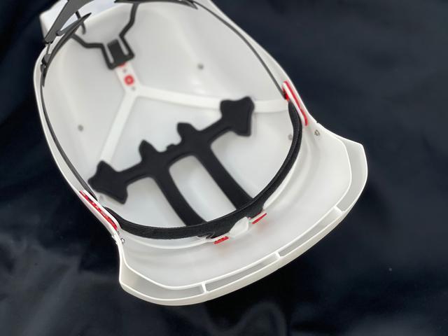 画像: ちょうどオフロードヘルメットのバイザー的な場所からエアが下向きに吹いてくるかんじです