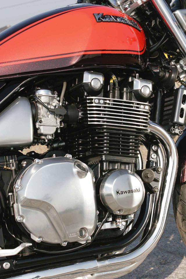 画像: 旧ボイジャーXⅡの水冷4気筒エンジンを空冷化して、ビッグボアエンジンの燃焼効率向上のためにツインプラグ方式を採用。重厚感を伴ったパワー感は空冷ならではのフィーリングだ。