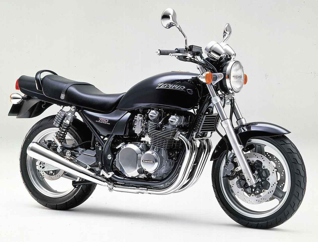画像: Kawasaki ZEPHYR 750 1990年8月登場 エンジン形式:空冷4ストDOHC2バルブ並列4気筒 総排気量:738㏄ 最高出力:68PS/9500rpm 最大トルク:5.5kg-m/7500rpm 車両重量:201kg タイヤサイズ:120/70-17・160/70-17 当時の発売価格:65万9000円 400の成功に手応えを感じて第2のゼファーとして登場したのが1990年8月デビューのゼファー750。タンクからサイドカバー、テールカウル、グラブバーに至るまで、Z2を意識したデザインにまとめられていた。
