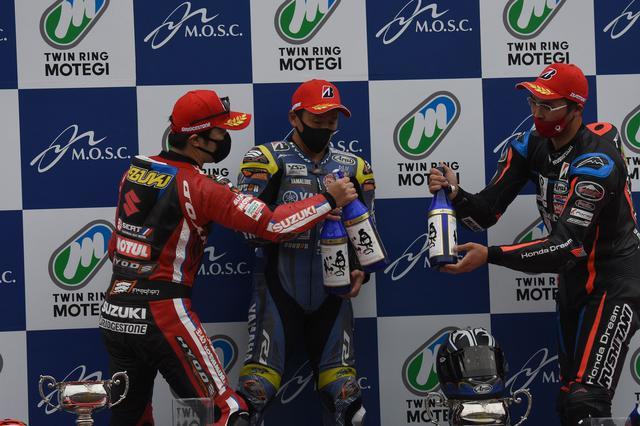 画像: レース1と同じ、ホンダとヤマハとスズキによる表彰台