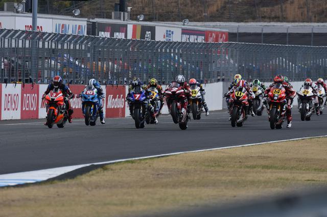 画像: レース1スタート! 清成、ウィリーかっこい!けどスタートとしては失敗だかんな