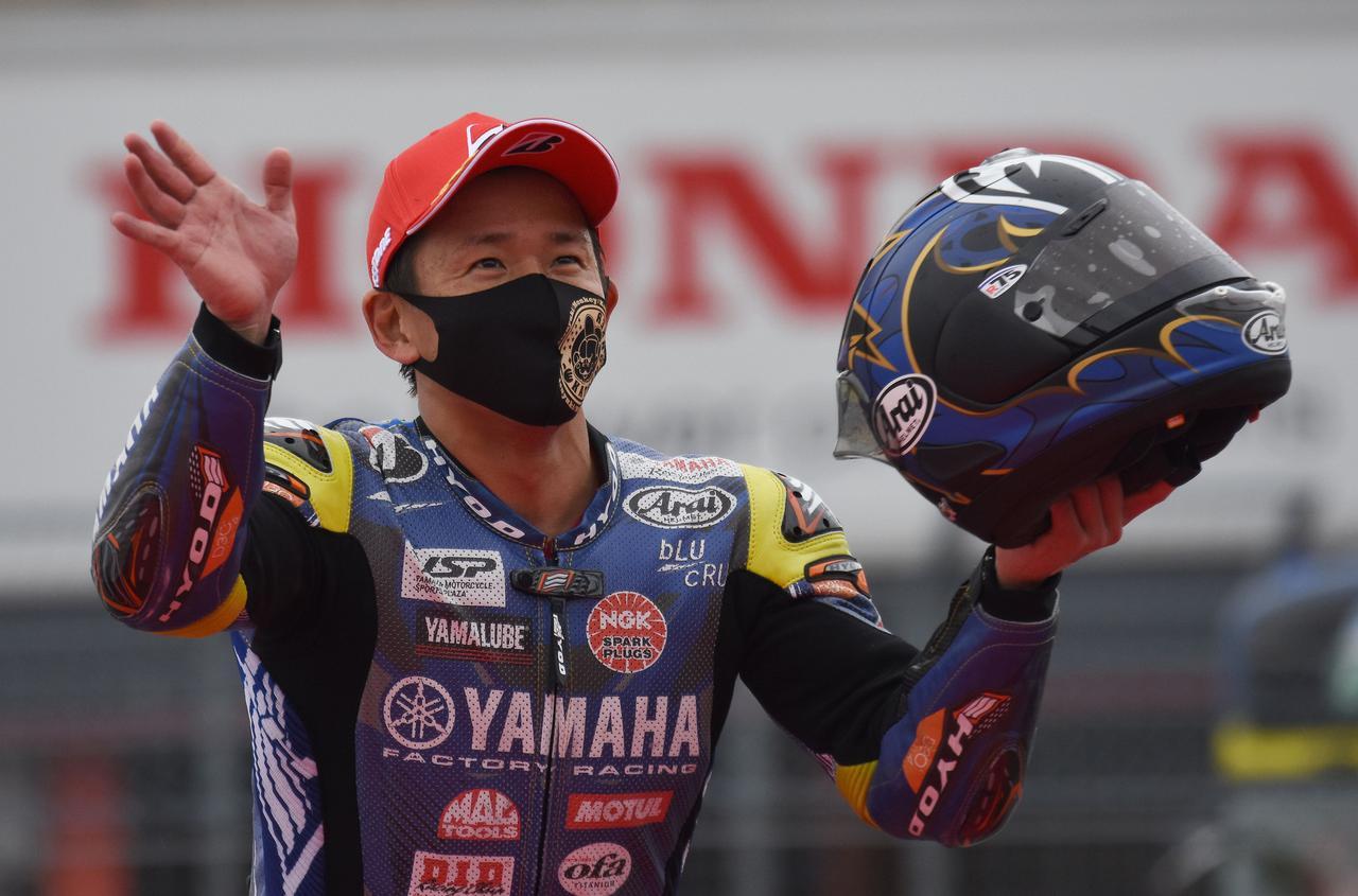画像: 「幸先いいスタートです 去年は…ねぇ」 そういえば去年は開幕戦・菅生レース1で転倒、レース2は負傷でDNSでしたもんね