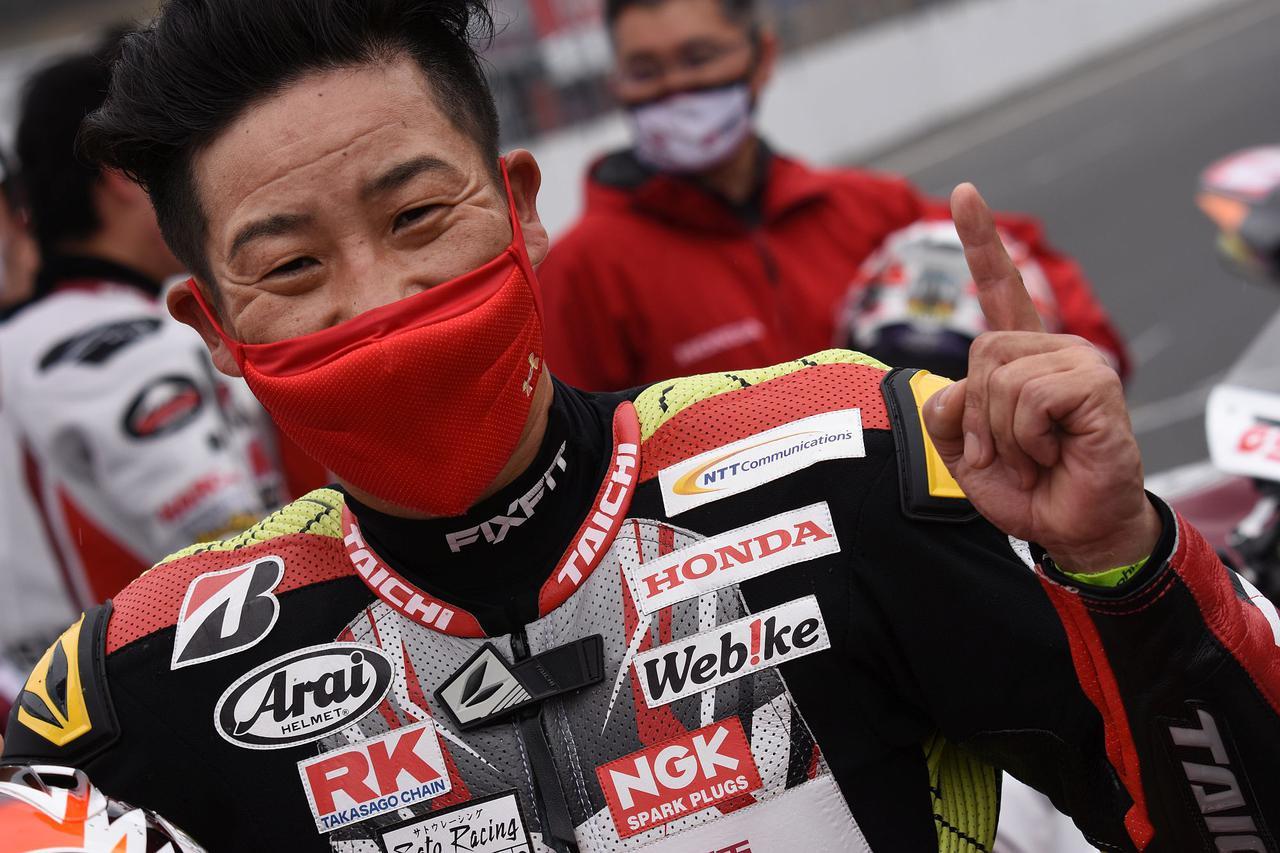 画像: 「人生でこんなに速いマシンに乗ったの初めてかも。落ち着いて勝てました」と小山